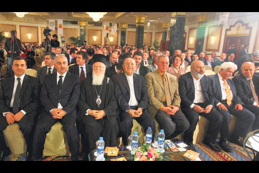 A panel discussion was held to discuss Gülen's new book. Professor Mehmet Altan presided over the panel which many journalists, intellectuals and religious leaders, including İstanbul Greek Orthodox Patriarch Bartholomew, attended. (Photo: Today's Zaman)