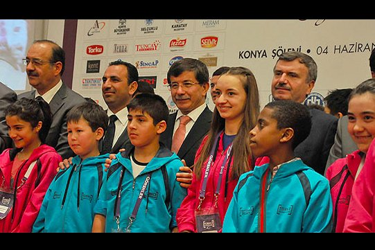 Foreign Affairs Minister Ahmet Davutoğlu joined the 10th International Turkish Olympiads activities on Monday in the province of Konya. (Photo: AA)