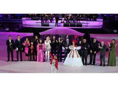 Martin Yordanov from Bulgaria came first at the song contest final of the 11th International Turkish Olympiad at İstanbul Sinan Erdem Sports Hall on Friday night. Yordanov greets audience.(Photo: Today's Zaman, Selman Eştürkler)