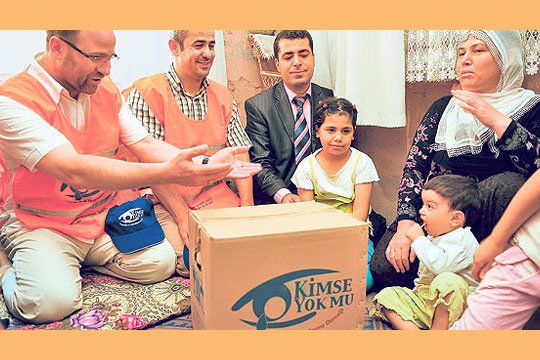 Around 300 volunteers from the Kimse Yok Mu charity will be delivering food packages to 90,000 families across Turkey during the holy month of Ramadan. (Photo: Today's Zaman)