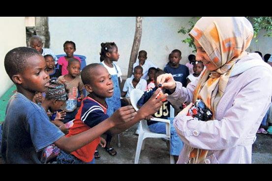 Volunteers from Kimse Yok Mu presented gifts to around 100 Haitian orphans
