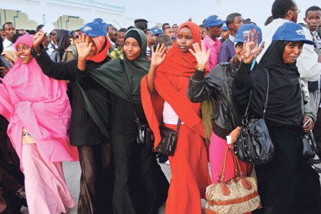 A total of 309 Somali students arrived at the İstanbul Atatürk Airport Wednesday morning, where they were welcomed by Turkish charity Kimse Yok Mu representatives. The Somali students are university and high school-bound thanks to Kimse Yok Mu