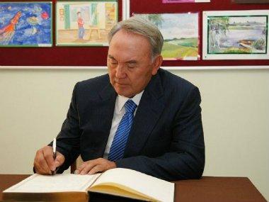 President Nazarbayev is signing guestbook at NurOrda International School
