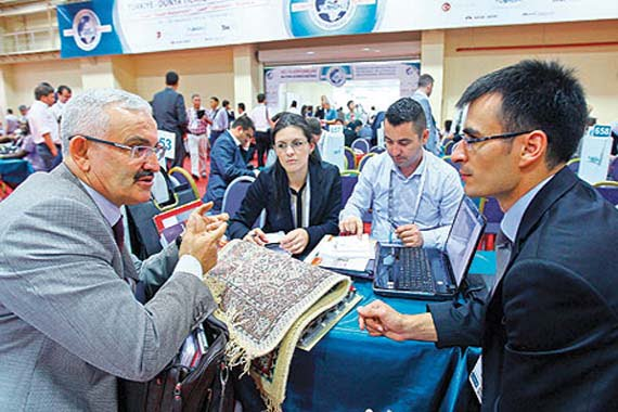 The summit continued with business-to-business (B2B) meetings between companies on Thursday. A total of 2,800 businesspeople from 135 countries agreed on a variety of investment deals. (Photo: Today's Zaman, Kürşat Bayhan)