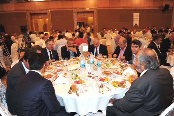 Many journalists, deputies, provincial district governors, representatives of non-governmental organizations, opinion leaders, institutional directors and businessmen were among the attendees at the iftar dinner, a tradition organized by the DASİDER every year.(Photo: İHA)