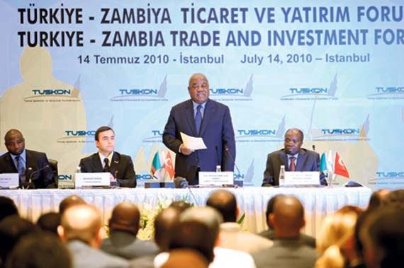 Zambian President Rupiah Bwezani Banda (C) addresses the participants at a Turkey-Zambia Trade and Investment Forum in İstanbul.