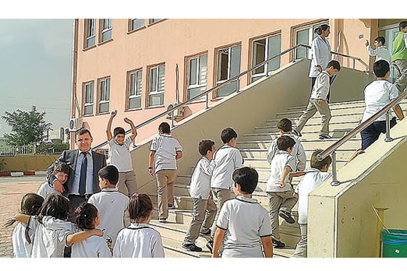 Sabri Şaran, president of the Kardelen Educational Institutions, joins students during recess. (Photo: Today's Zaman)