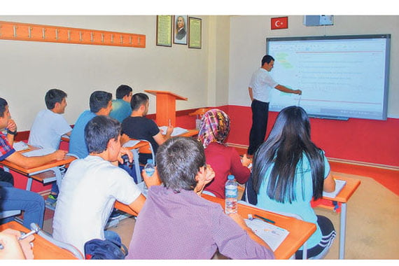 The fate of schools offering supplementary courses to assist students with high school and university exam preparation is now uncertain with the AK Party government's hastened action plan. (Photo: Cihan)
