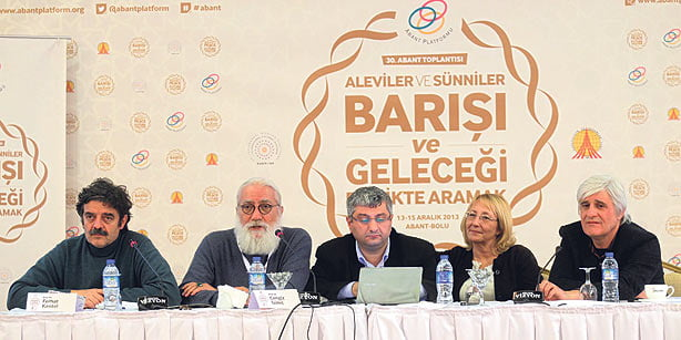 A group of participants are seen on Sunday at the 30th Abant Platform meeting, which focuses on Alevi-Sunni relations. The meeting is organized by the Journalists and Writers Foundation. (Photo: Today's Zaman, Turgut Engin)