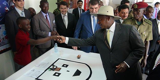 Uganda's President Yoweri Museveni meets with students of the newly opened Turkish school in Kampala on Wednesday. (Photo: Cihan)