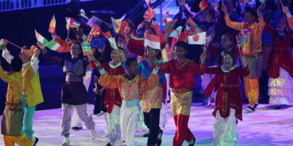 Foreign students from Gülen movement-affiliated schools in 100 countries participate in the Turkish Olympiads and give messages of peace through their songs to the world every year. (Photo: AP, Mohammad Hannon)