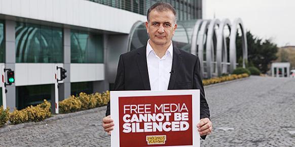 Zaman editor-in-chief Ekrem Dumanlı holds a banner that says