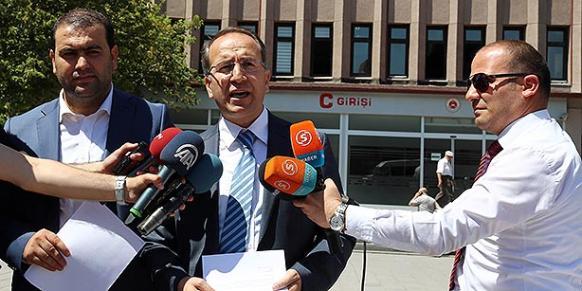 Nurullah Albayrak, the lawyer representing Islamic scholar Fethullah Gülen, speaks to media in this file photo taken in July, 2014. (Photo: Today's Zaman)