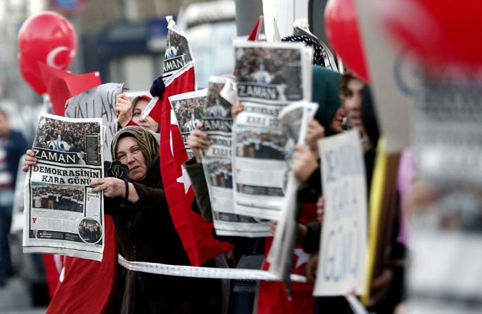 Hizmet supporters in Istanbul protesting the government's harassment of journalists. Sedat Suna/European Pressphoto Agency