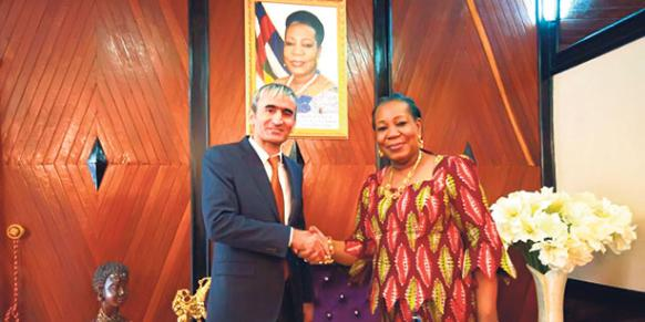 President Samba-Panza hosted the general manager of the International Central African Turkish School, Yaşar Sağınç, at her presidential office in Bangui last week. (Photo: Today's Zaman)