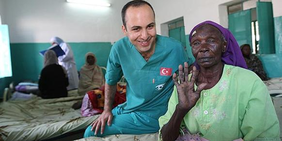 Turkish charity Kimse Yok Mu carried out 10,000 cataract surgeries on people in Sudan and other African countries in cooperation with other groups. (Photo: Cihan)