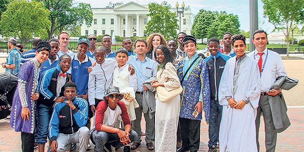 The students, participating in the 13th International Language and Culture Festival, had their photos taken in front of the White House. (Photo: Cihan)