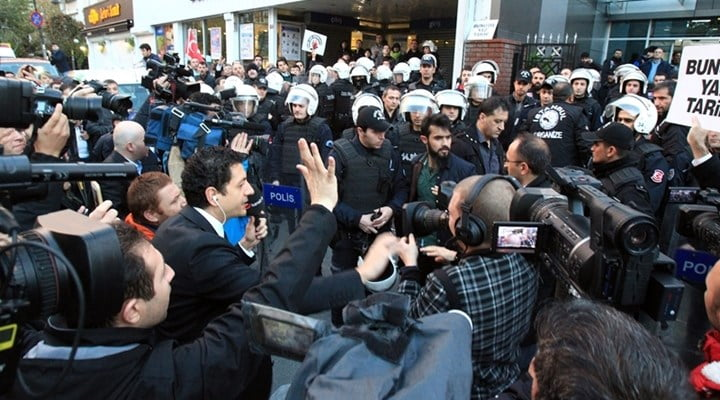 On Wednesday, police raided the offices of the critical İpek Media Group, cutting Kanaltürk's broadcast and attempting to silence news channel Bugün TV. Legal experts note that the right to information is protected by the Constitution, and that violating it can carry a five years prison.