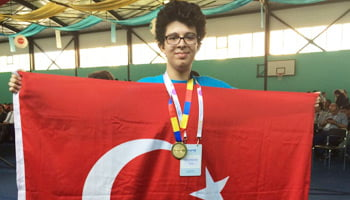 Mustafa Ege Şeker, a student of Yamanlar College in İzmir