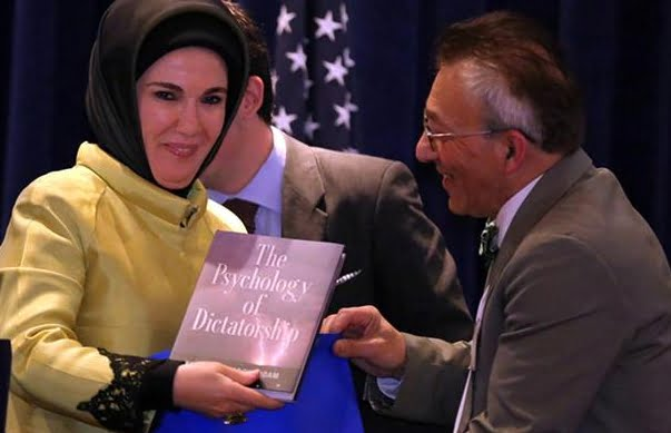 Fathali M. Moghaddam, an Iranian professor at Georgetown University, presents Emine Erdoğan with one of his books, 'The Psychology of Dictatorship'
