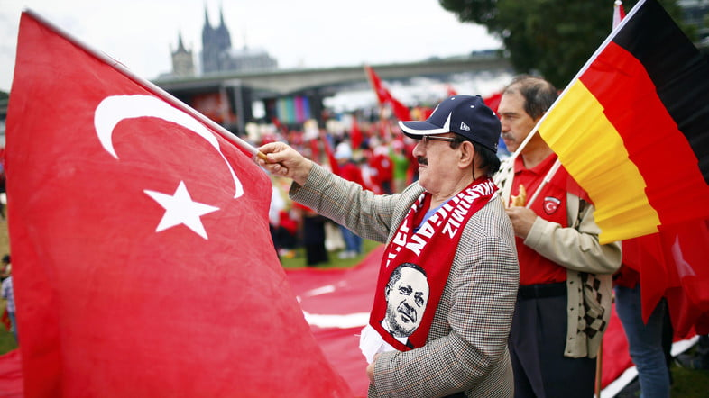 Supporters of Turkish President Tayyip Erdogan wave Turkish flags during a pro-government protest in Cologne, Germany July 31, 2016. REUTERS/Thilo Schmuelgen